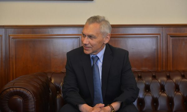 Botsan-Kharchenko tregon se a do të marr pjesë Moska në dialogun Kosovë-Serbi