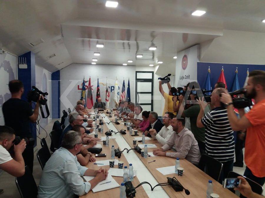 Mustafa mbledh Kryesinë e LDK-së, diskutojnë për përgatitjet e fundit për Kuvendin Zgjedhor