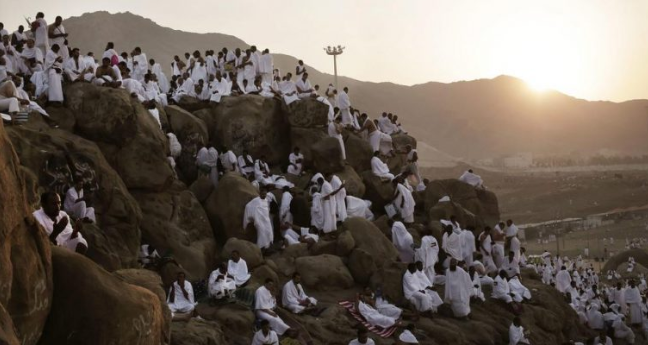 Falja në malin Arafat, mbi dy milionë pelegrinë në Mekë