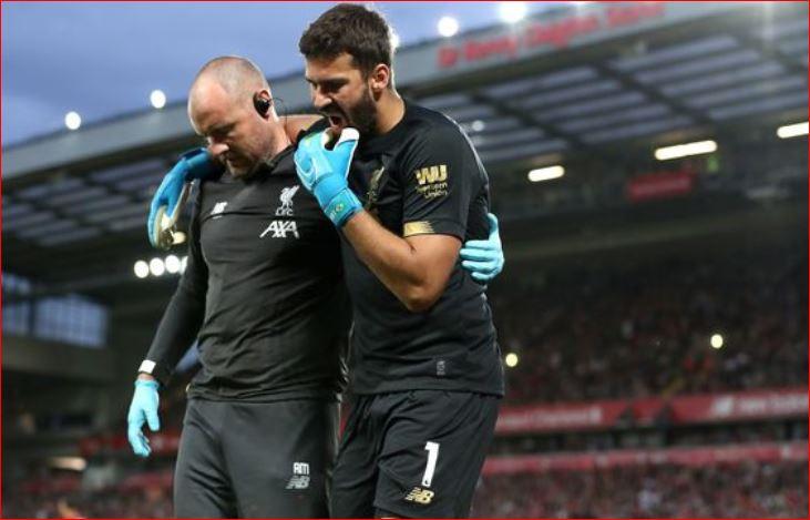 Liverpool tronditet nga lëndimi i Alisson, portieri disa javë jashtë fushave të blerta