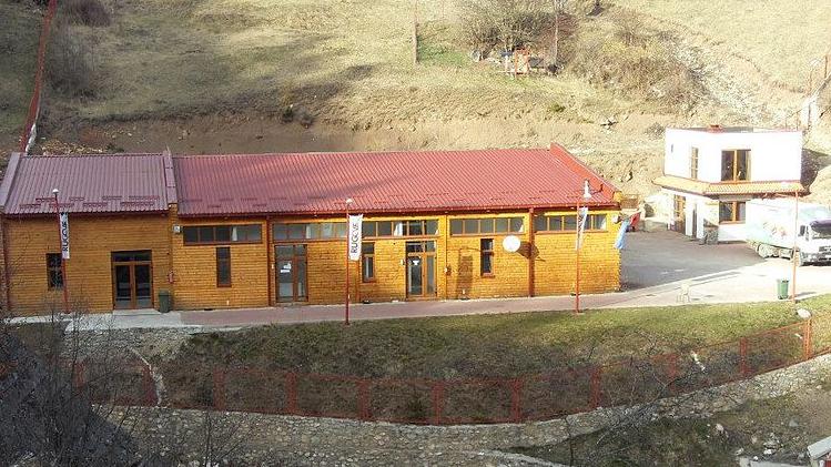 Banorët ankohen për mbylljen e fabrikës 'Rugova'
