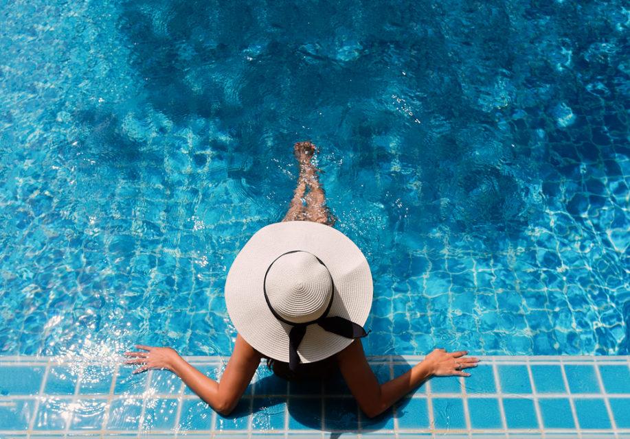 Qyteti i Barcelonës iu jep leje grave që të dalin zhveshur në pishina