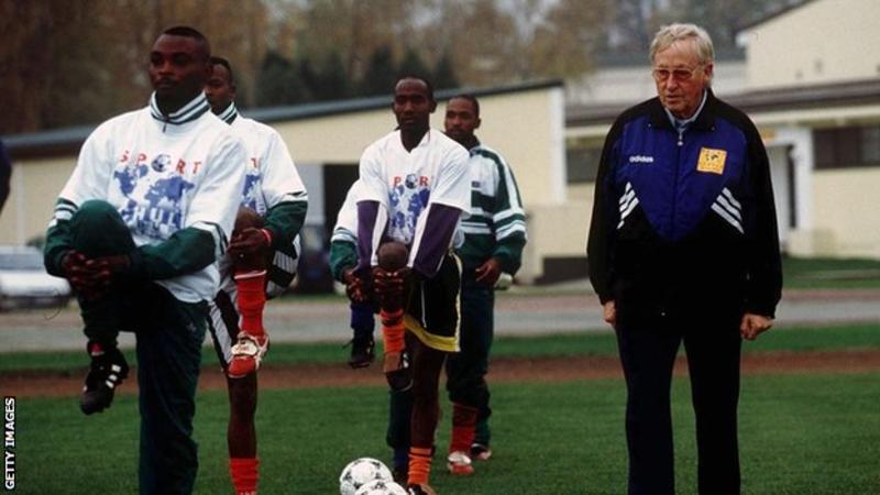 Vdes trajneri 93-vjeçar që udhëhoqi 55 ekipe