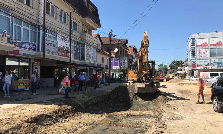 Reagon opozita në Podujevë për zvarritjen e punimeve në rrugë