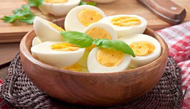 Ja çfarë i ndodh trupit nëse hani vezë të ziera çdo ditë