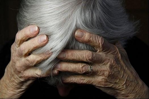 Një person ka rrahur gjyshen e tij në Suharekë