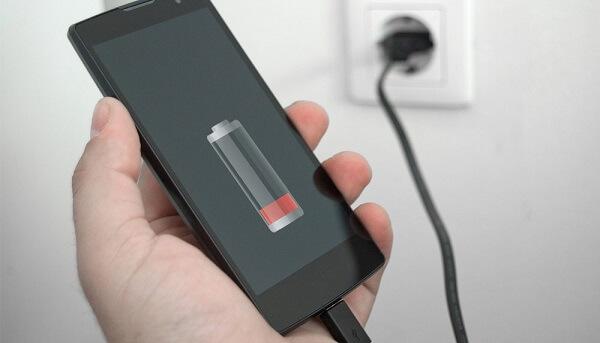 Ja çfarë ndodhë kur i mbushni telefonat tuaj me bateri gjatë gjithë natës