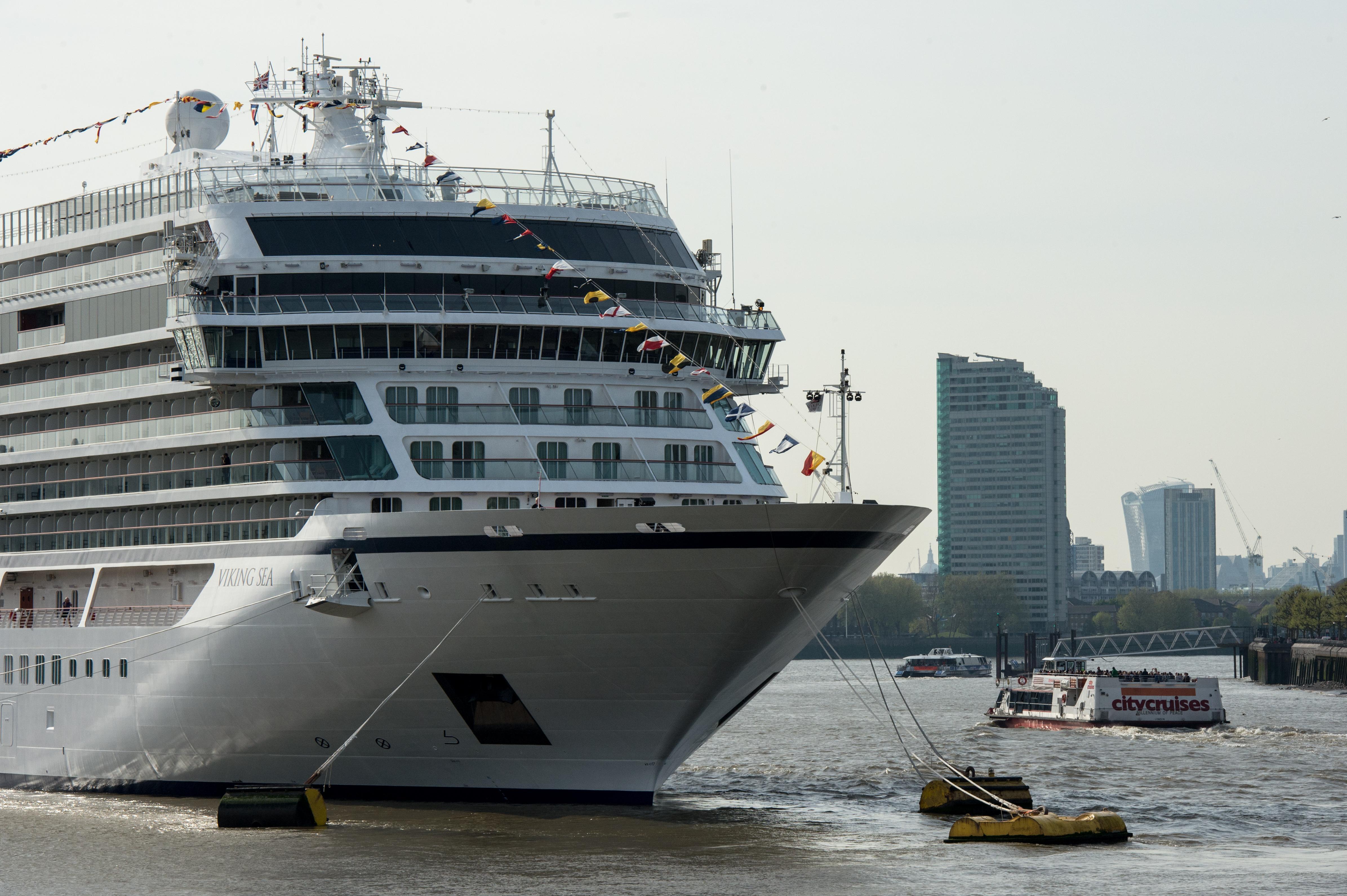 """Familjet myslimane s'u pranuan në varkën turistike: """"Përbëjnë rrezik"""""""