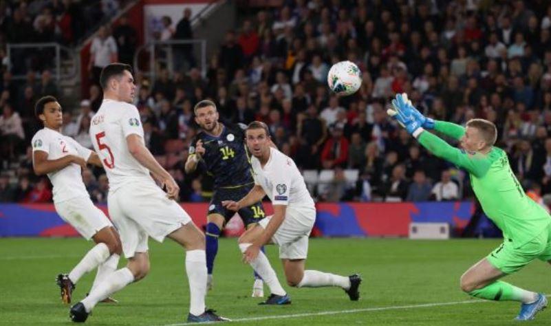 Heroi i ndeshjes Angli-Kosovë, ja çfarë bëri Berisha me dy golat e tij