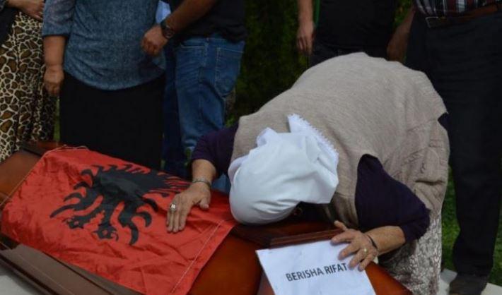 Kthehen eshtrat e Rifat Berishës në Kosovë, i zhdukur para 27 vitesh në Bosnje