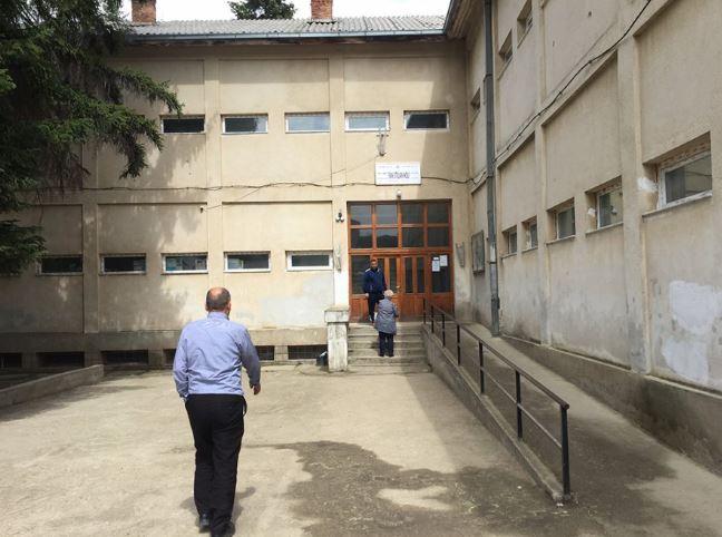 Nxënësit në Kamenicë bojkotojnë mësimin shkaku i ndryshimit të orarit