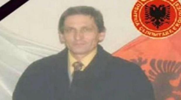 Vidhet busti i veprimtarit të vrarë të LDK'së, reagon Haradinaj