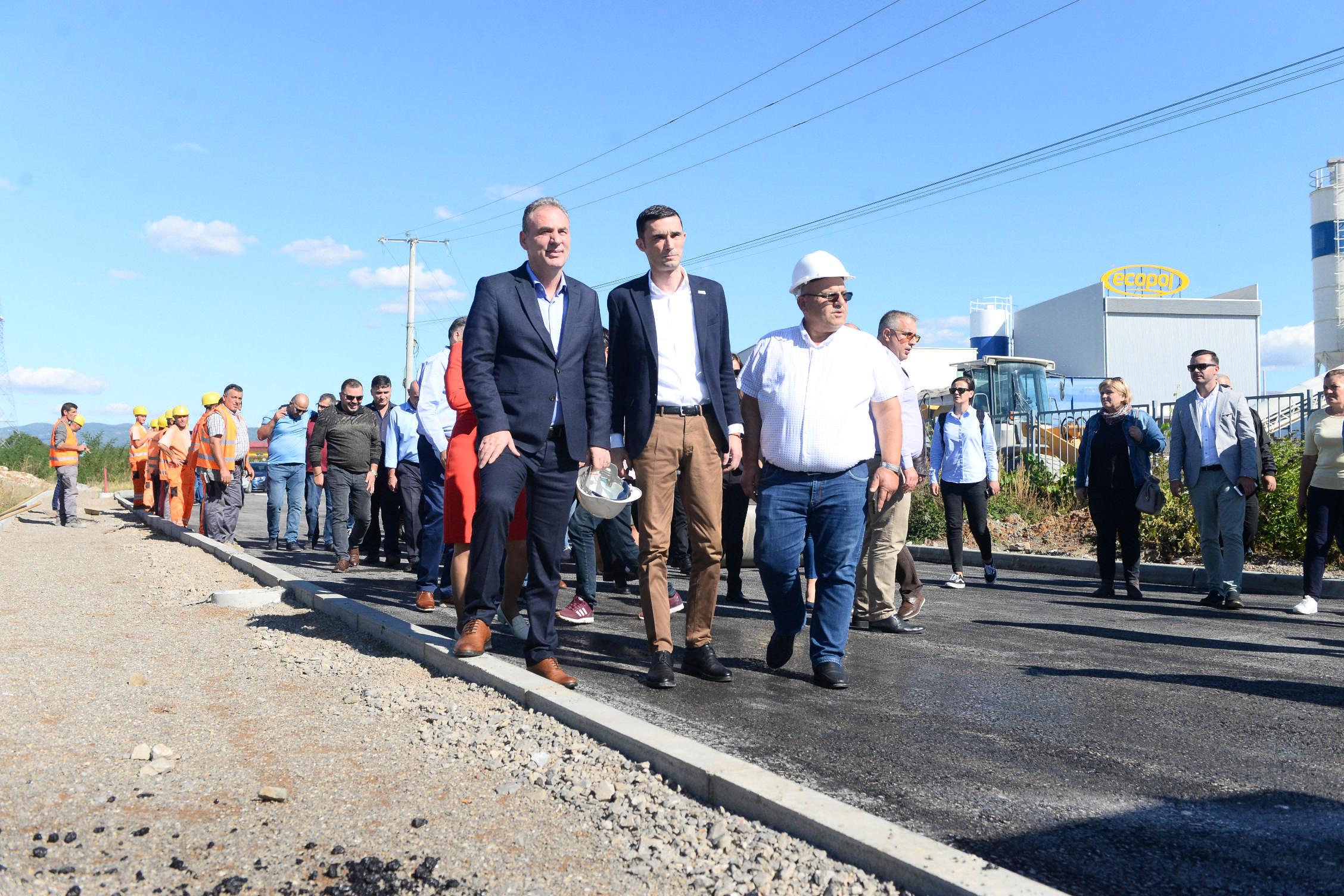 Limaj dhe Shala përmbushin premtimin e para dy viteve, kompletojnë infrastrukturën e zonës ekonomike në Suharekë