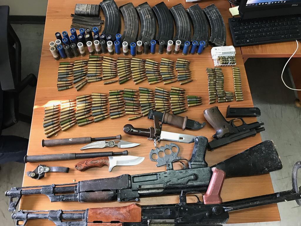 Policia konfiskon armë dhe municion në Gjakovë