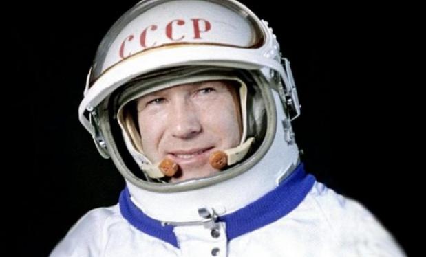 Vdes Aleksei Leonov, njeriu i parë që shkoi në hapësirë