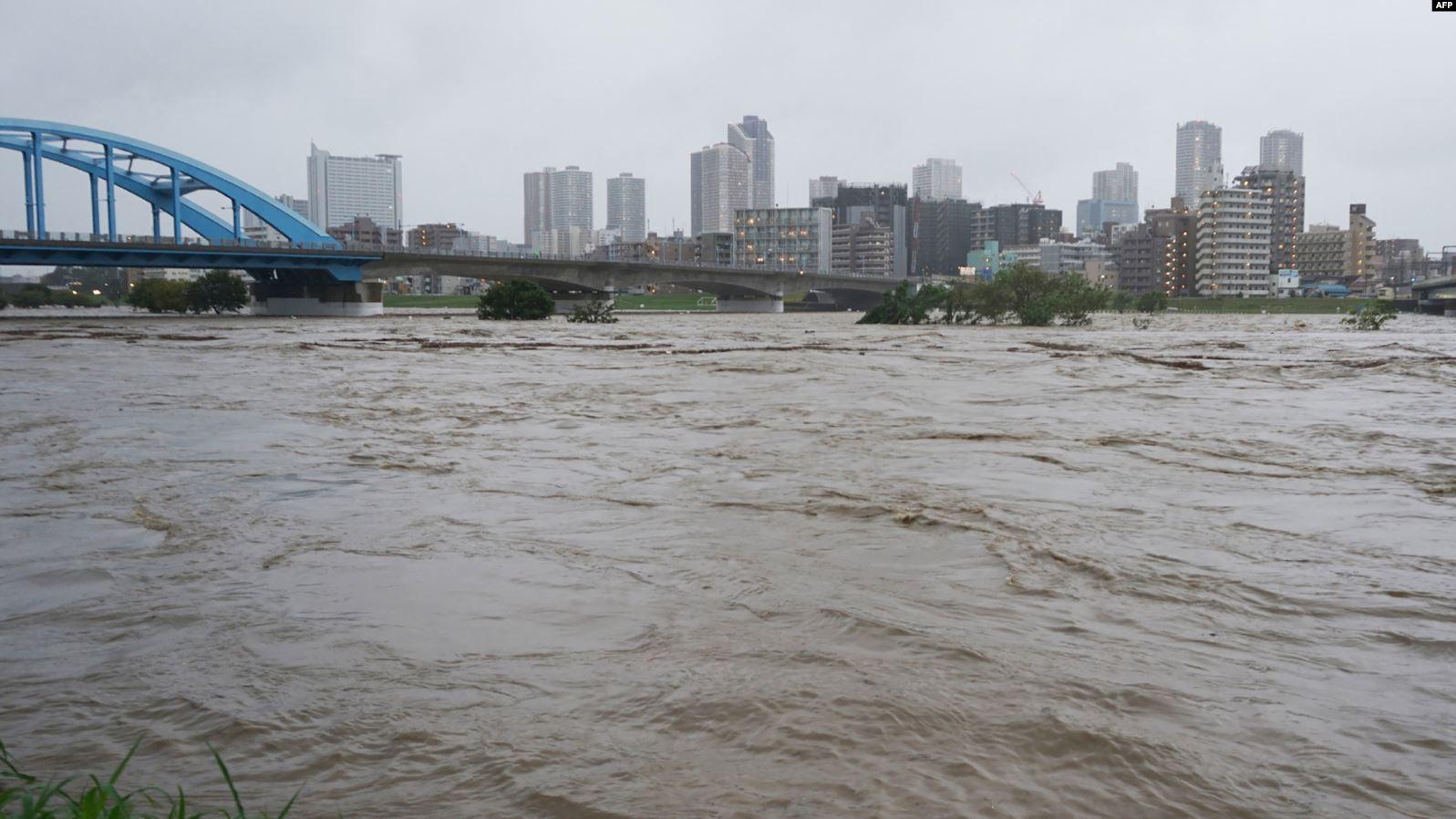 Të paktën 19 viktima nga tajfuni në Japoni