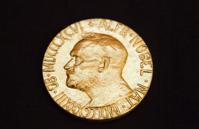 Goodenough, Whitingham dhe Yoshino marrin çmimin Nobel në Kimi