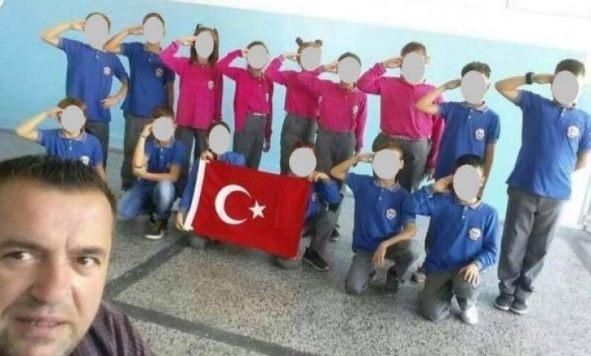 Mësuesi nga Prizreni kërkon falje për fotografinë me nxënësit, nisin hetimet ndaj tij