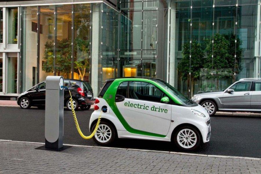 Shqipëria heq tarifat për veturat elektrike