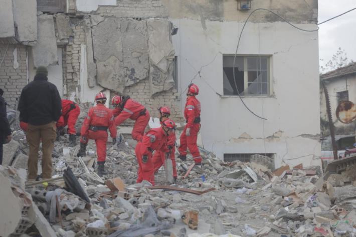 Ndërtesat në Shqipëri u zhytën në tokë: Pse ndodhi kjo, tregon eksperti italian