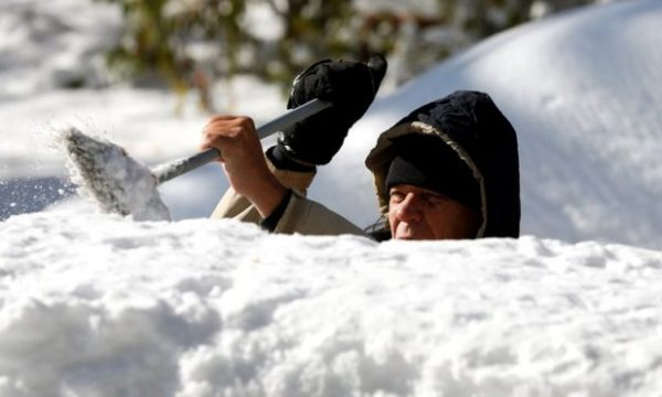Bora shkakton viktima dhe anulim fluturimesh, dimër i parakohshëm në ShBA