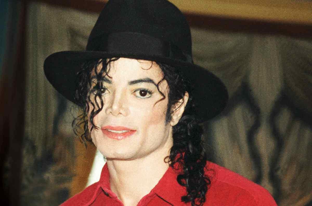 Në shitje çorapet e Michael Jackson, çmim marramendës