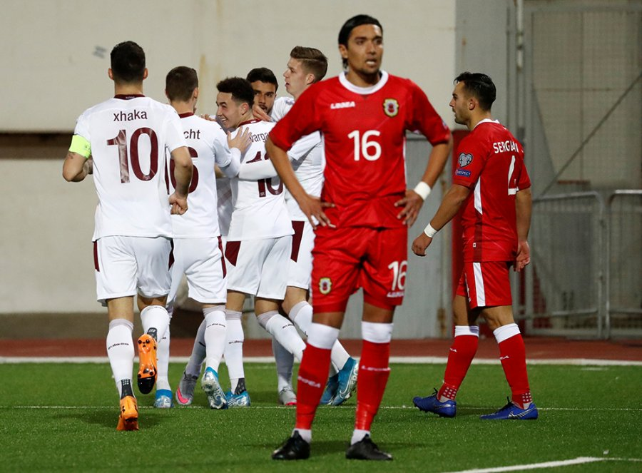 Zvicra kualifikohet në Euro 2020, shënon Xhaka