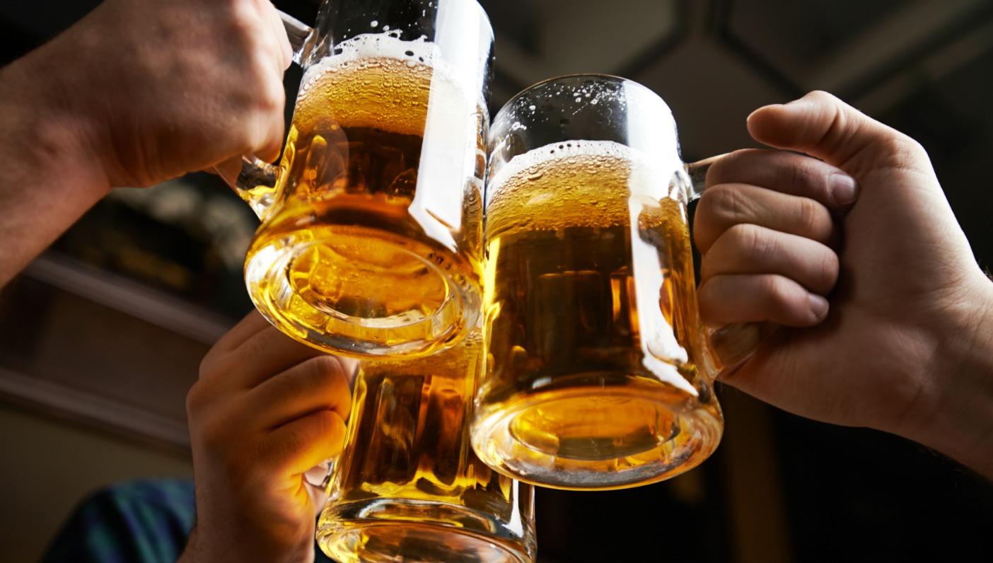 Konsumimi i birrës është më efektive sesa ilaçet kundër dhembjeve?