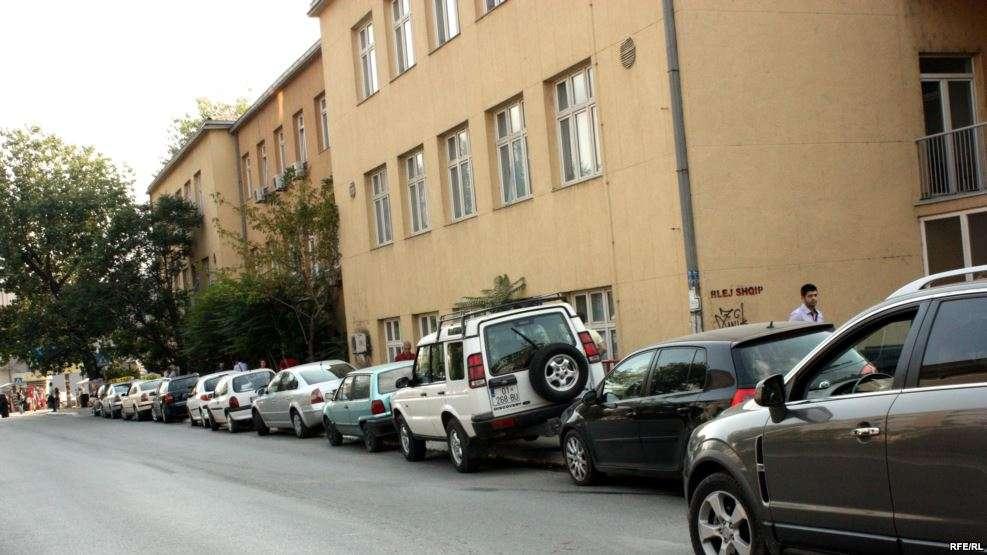 Komuna e Prishtinës apel për qytetarët: Mos parkoni veturat në këto rrugë!