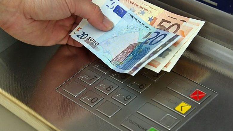 Sindikatat paralajmërojnë pasoja nëse nuk dalin pagat në muajin dhjetor sipas Ligjit të ri