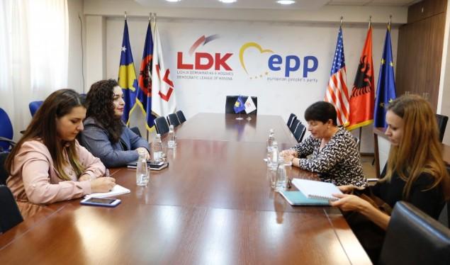 Osmani njofton ambasadoren e Francës për përafrimin e programeve LDK-VV
