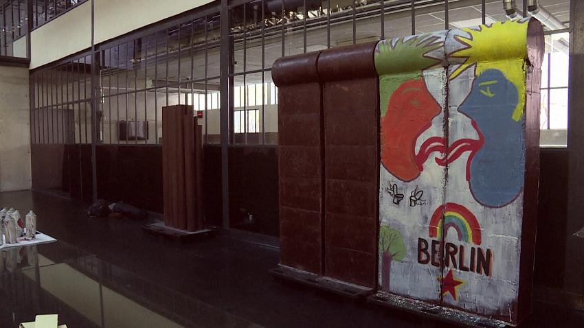 1 ton çokollatë, për ndërtimin e murit të Berlinit