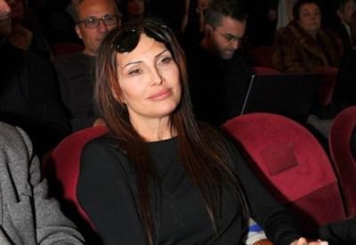 Ish-gruaja e Behgjet Pacollit shkon në Shqipëri për të ndihmuar