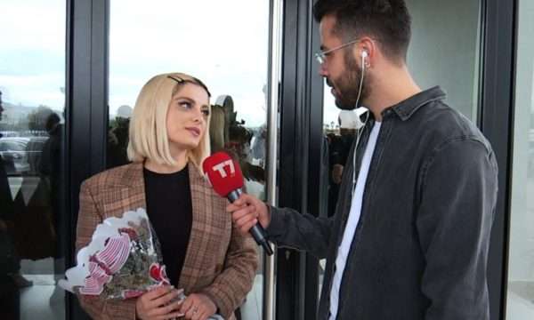 Bebe Rexha arrin në Shqipëri: Jam lindur në New York por zemra ime ka gjak shqiptar