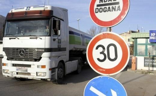 Njohës të ekonomisë e quajnë legjitime heqjen e masës antidamping për bllokat nga Serbia