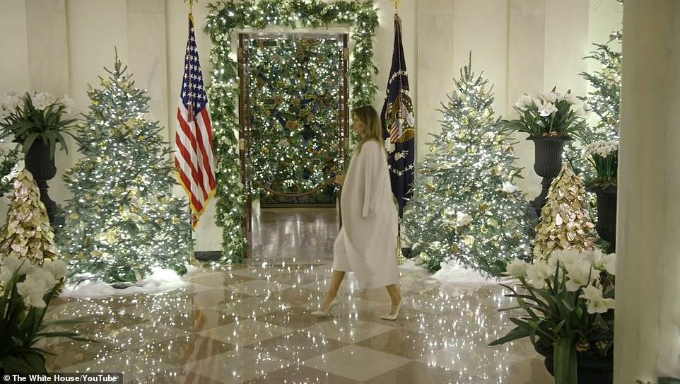 Madhështore se si  Melania Trump dekoron Shtëpinë e Bardhë me pemë e drita vezulluese-(FOTO)
