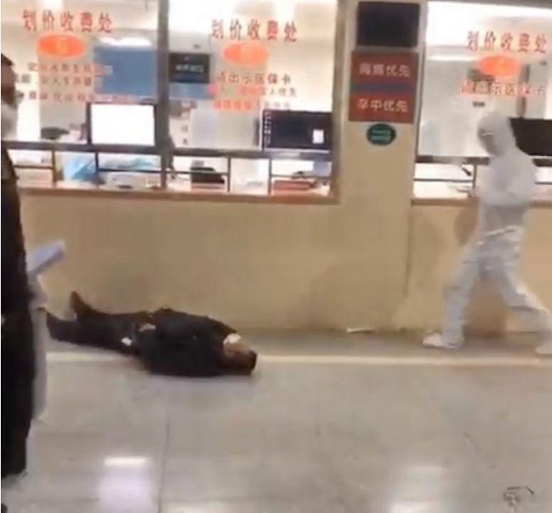 Virusi në Kinë: Njerëzit e infektuar shihen 'të vdekur në rrugë'