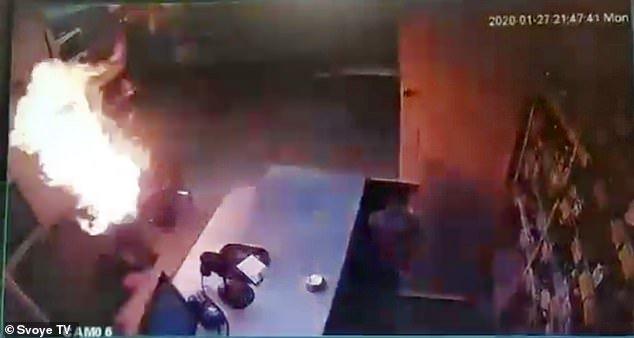 E tmerrshme: Ish i dashuri djeg për së gjalli gruan 39-vjeçare