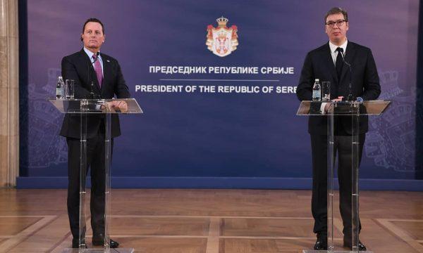 Grenell e Vuçiq përplasje në Beograd për taksën dhe fushatën e çnjohjeve