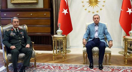 Ministri turk flet pas tërmetit
