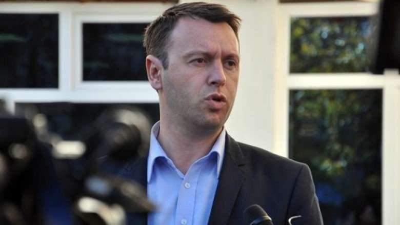 Ministri Abrashi shkel rregullat e vetizolimit, del në fushatë nëntë ditë pas infektimit me Covid-19