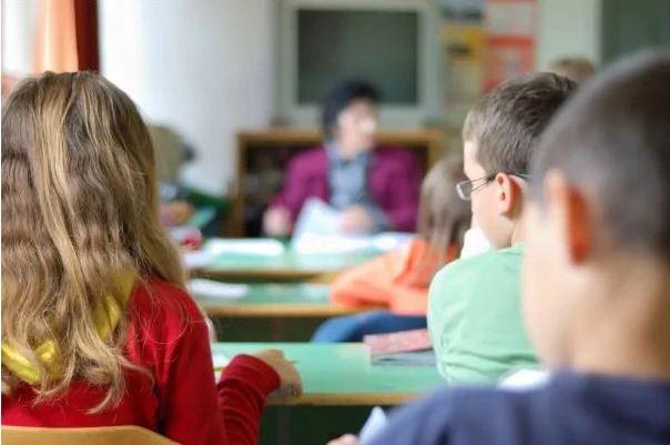 Shkolla nuk ofron kushte për fëmijën me autizëm