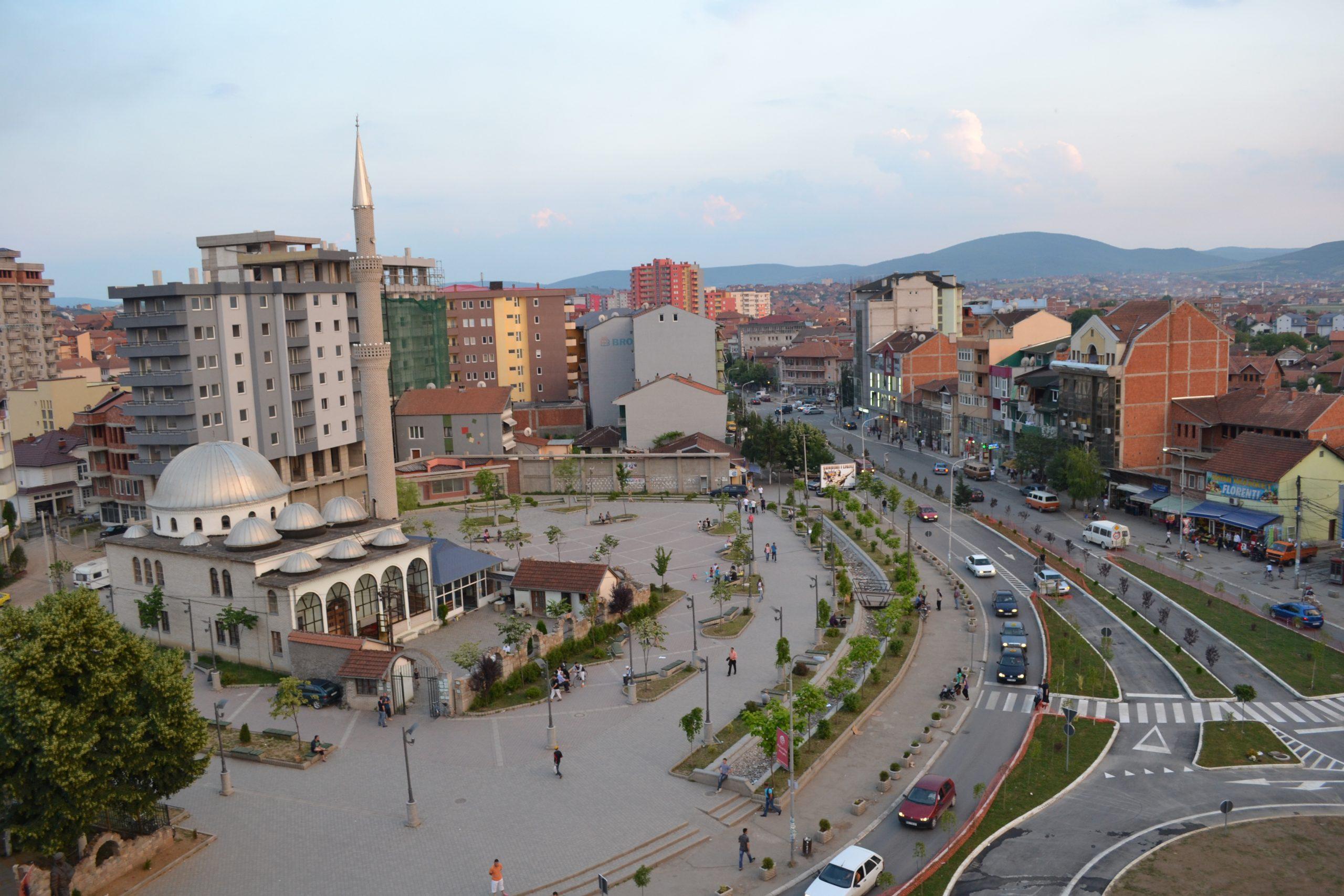 Polici e vrau me armë të shtetit të riun në treg pas mosmarrëveshjeve për disa fidanë