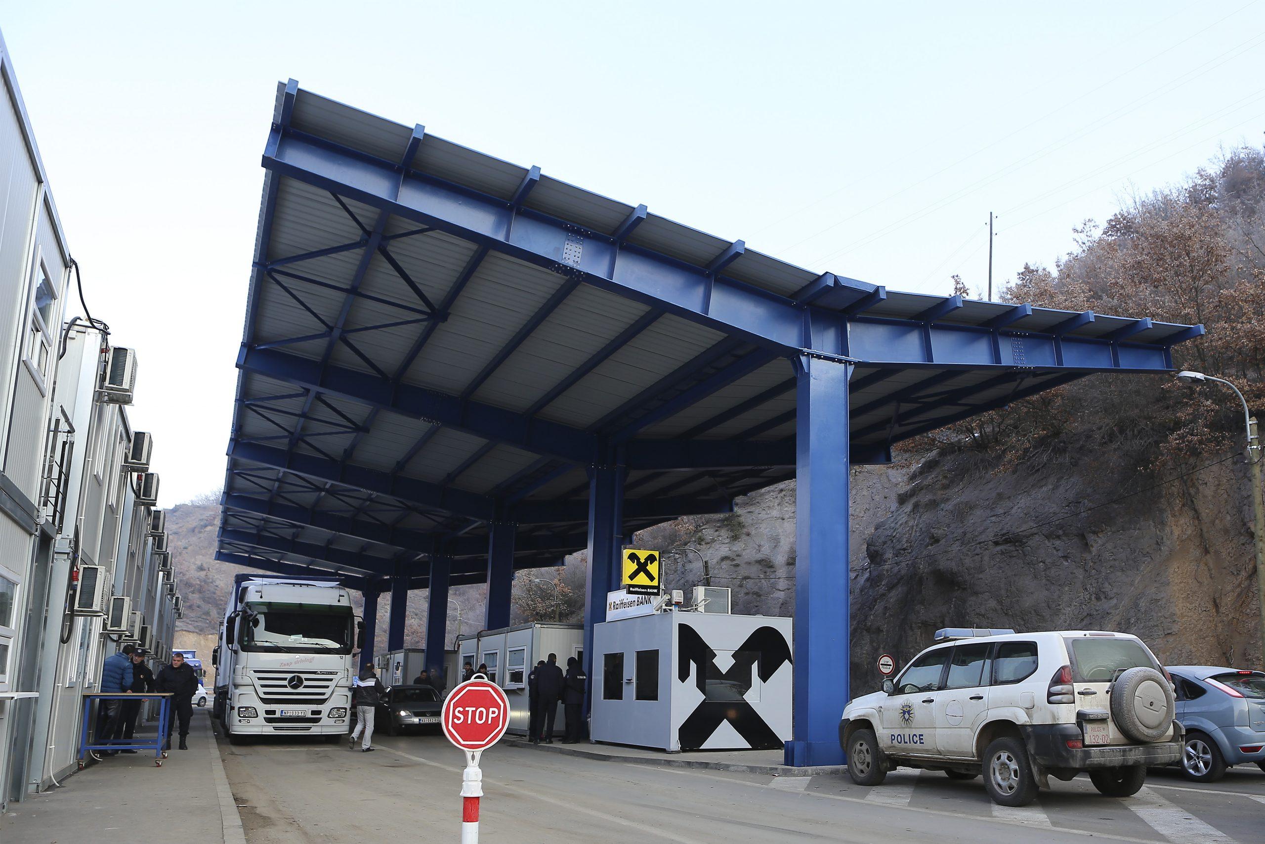 Dy serbë ndalohen në Brnjak pasi tentuan të kalonin me teste fals për koronavirus
