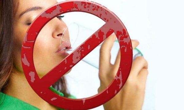 4 situata kur nuk duhet të pihet ujë: Në trup mund të krijohet një kaos!