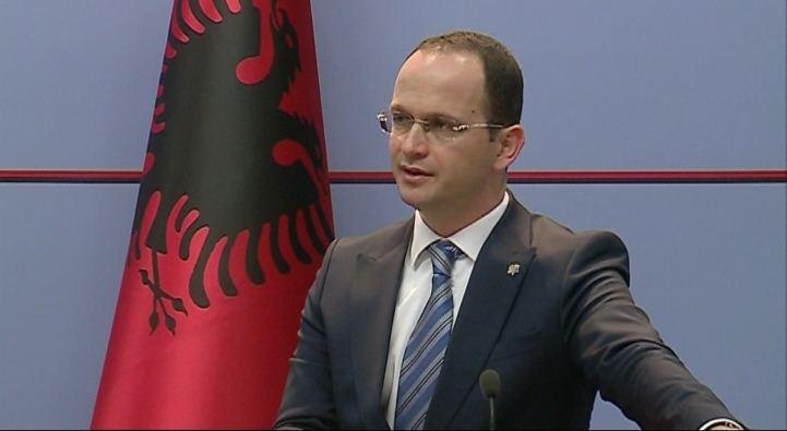 Bushati: Në vend që të diskutohet për shëndetin e qytetarëve, në Kosovë po kacafyten për pushtet