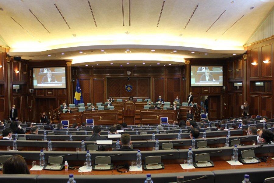Pas incidentit me Kryetaren e Kuvendit, seanca shtyhet për të hënën