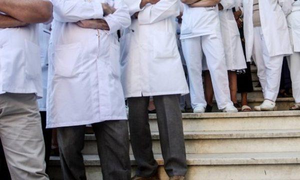 Sindikata kërkon që në pakon financiare të përfshihen të gjithë punëtorët shëndetësorë