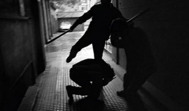 Rrahu brutalisht 21 vjeçarin: Një muaj paraburgim për zyrtarin policor