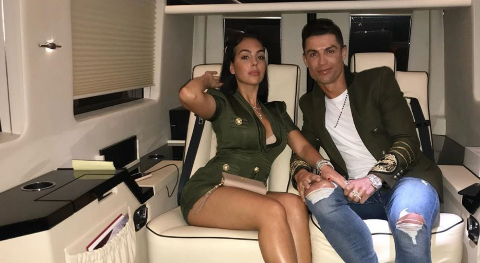 Ronaldo dhe Georgina po kujdesen për fizikun e tyre duke ushtruar së bashku në shtëpi